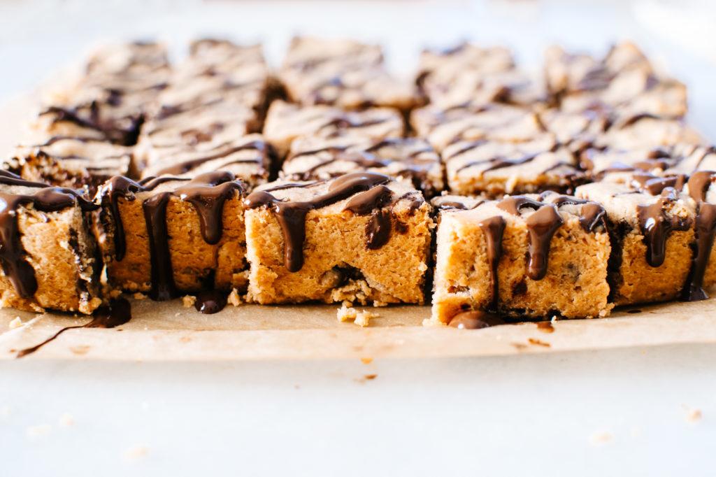 full-side-drizzle-peanutbutter-chocolate-chunk-bars-e1485811195283.jpg